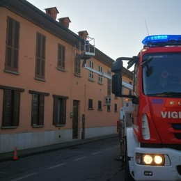 Brescia, incastrato mentre installa dei cavi Muore operaio 52enne di Dalmine