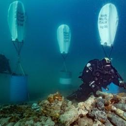 Gli «astronauti degli abissi» nel Sebino Già recuperati 48 ordigni bellici