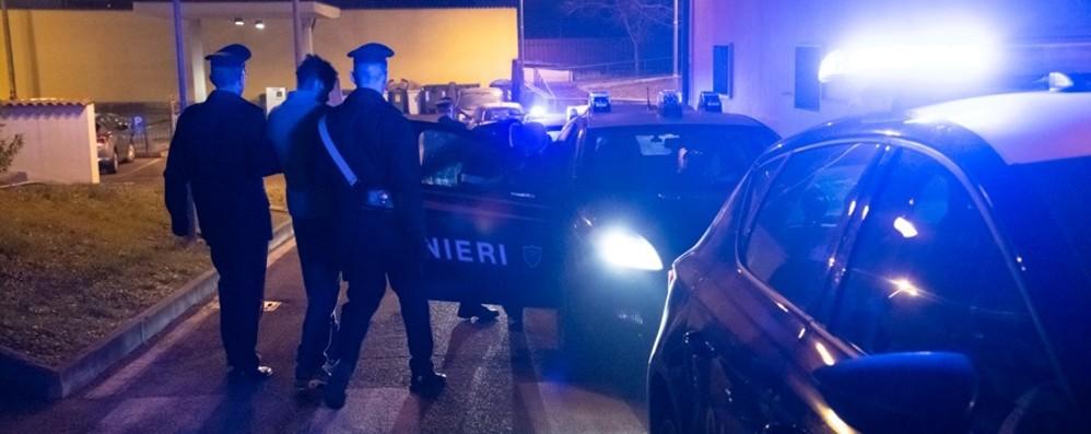 Rapina una prostituta con un'auto rubata Inseguito e arrestato dai carabinieri