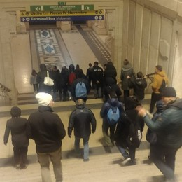 Rientro in treno da incubo per i tifosi Bloccati nella notte a Milano Centrale