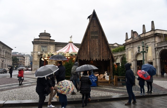 La preghiera alla capanna di Natale de «L'Eco di Bergamo»