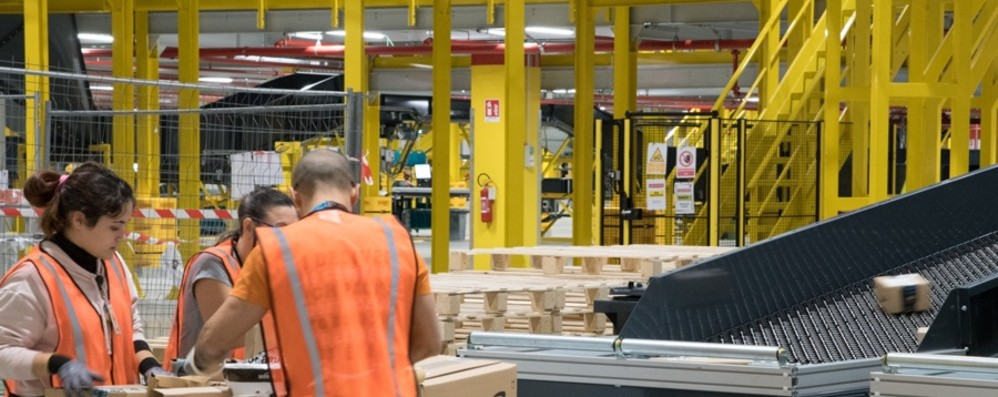 Casirate, il Black Friday al centro Amazon  Trenta per cento di lavoratori in più