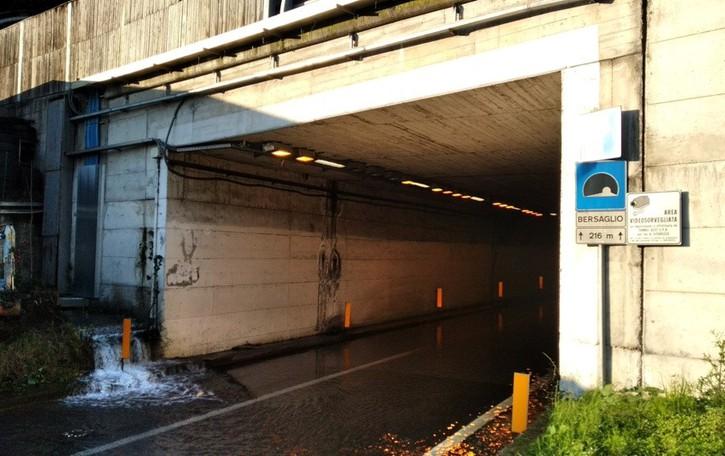 Costa Volpino, sottopasso allagato  Stop alle auto, traffico deviato