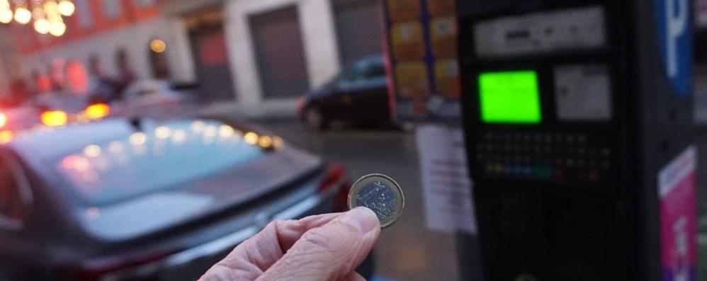 La prima domenica di sosta a un euro Negozianti soddisfatti, i clienti così così