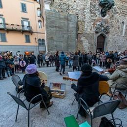 L'asinello di Santa Lucia in Pignolo Burattini e mercatino «Svuota e dona»