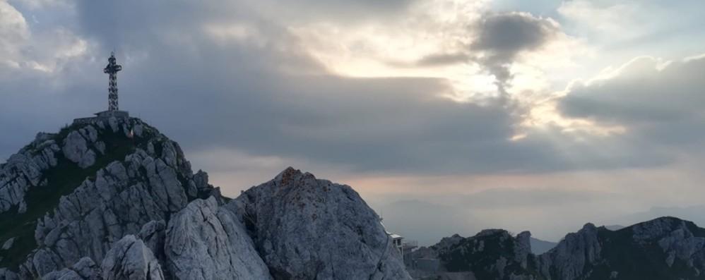 Trovato nel burrone dai soccorritori Resta grave l'escursionista lecchese