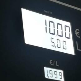 Sciopero  benzinai: c'è chi ne approfitta Carburante a 1,99  al litro in provincia