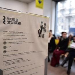 Reddito di cittadinanza, altre irregolarità Treviglio: tre morti e  due non residenti