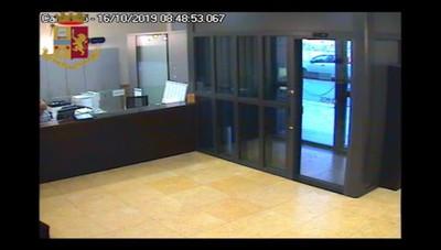 Il video della rapina in via dei Partigiani