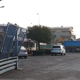 Ladri in azione all'«Italcar» di Dalmine Cancello sfondato, rubato un furgone