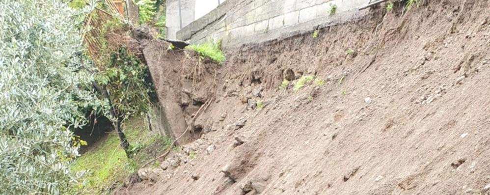 Maltempo, smottamento a Lovere Due famiglie evacuate: in sei fuori casa