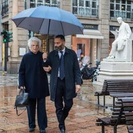 Palafrizzoni a sostegno di Liliana Segre Si accende il dibattito in Consiglio