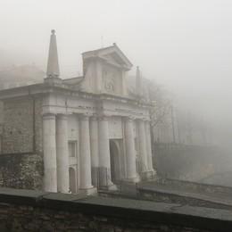 Porta San Giacomo nella nebbia