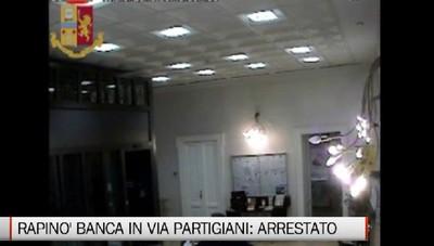 Rapinò la banca in Via Partigiani Arrestato il bandito