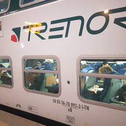 Vetro del treno rotto con un pugno Condanna  a 6  mesi, 2.000 euro  a Trenord