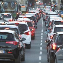 Attenzione al manto stradale bagnato Incidente in A4: code da Dalmine