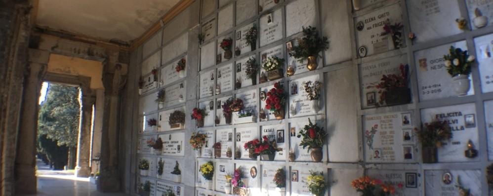 Bergamo, lavori al cimitero monumentale Stop al pagamento dei lumini per 9.000