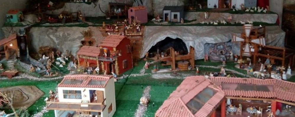 Cologno, presepe con pezzi di recupero Nel cortile Boschi ingegno e magia - Foto
