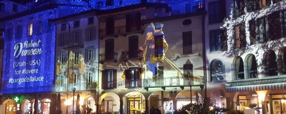 I  palazzi si vestono a festa per  Natale  A Lovere brilla il «Borgo della luce»