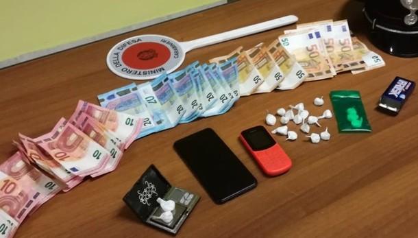 Nasconde cocaina nelle mattonelle Ambivere, arrestato 29enne