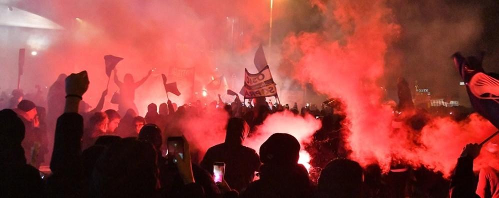 Notte magica,  tifosi in delirio  - Foto Orio, in migliaia per la squadra - Video