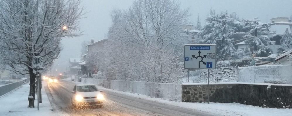 Risveglio in bianco a Bergamo - Foto Neve nella notte anche in città -Video