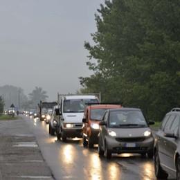Al  ponte di Mozzo un tir blocca il traffico Incidente alla Montenegrone: code