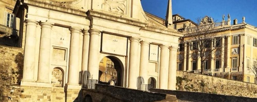 Porta San Giacomo più sicura Via le scalinate, arriva il marciapiede