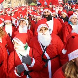 Torna la «Babbo Running» Domenica Bergamo si colora di rosso