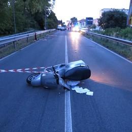 Azzano, così morirono Matteo e Luca Il perito: leggera deviazione verso la moto