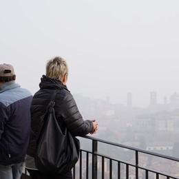 Bergamo, il 2020 inizia con l'allerta smog Pm10 sopra il limite: al via le limitazioni