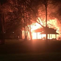 Fiamme devastano una pizzeria - Foto Incendio a Treviglio, area sotto sequestro