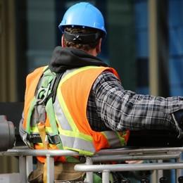 Il lavoro è in calo, ma diventa più stabile E nelle costruzioni si torna ad assumere