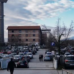 Sosta, per i non residenti il disco orario Bergamo, novità contro l'assedio delle auto
