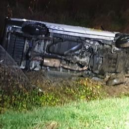 Tragico schianto in A4 nella notte Auto fuori strada, muore 53enne