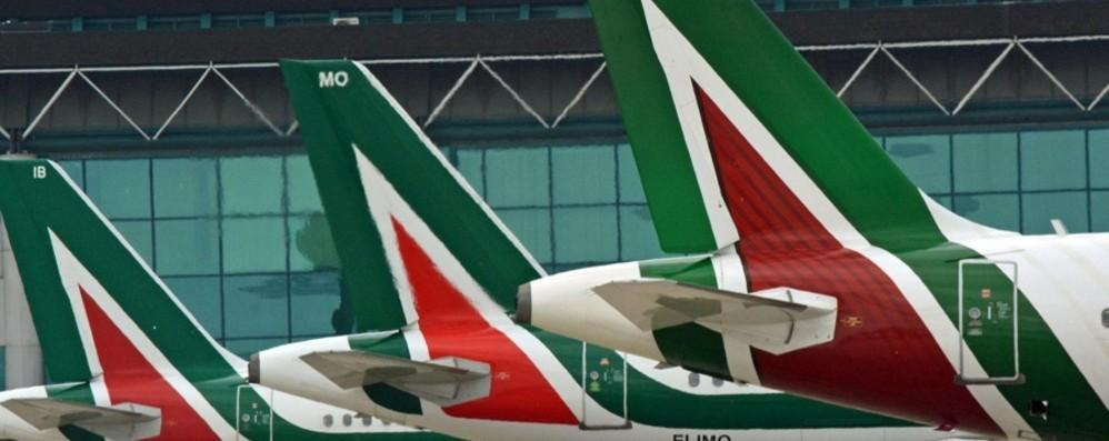 Trasporto aereo, al lavoro per taglio tariffe  «Effetto su Alitalia, -18% dal 2016»