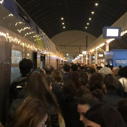 Treno bloccato a Ospitaletto per un guasto Cancellati treni da Bergamo verso Milano