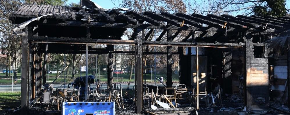 Treviglio, distrutto un bar pizzeria Indaga la polizia: c'è l'ombra del dolo