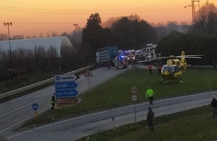 La scena dell'incidente vista da chi proviene da Clusone