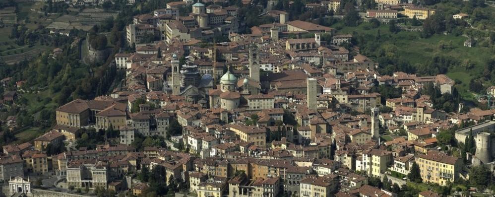 Boom di affitti brevi: +380% in 5 anni «Serve un limite, Città Alta va difesa»