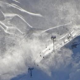 Orobie, raffiche a oltre 100km/h Il vento spazza le cime - Foto/Video