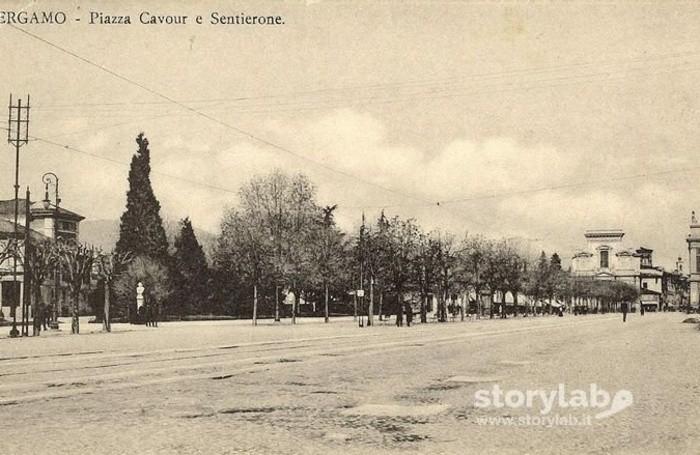 Piazza Cavour e il Sentierone nel 1915