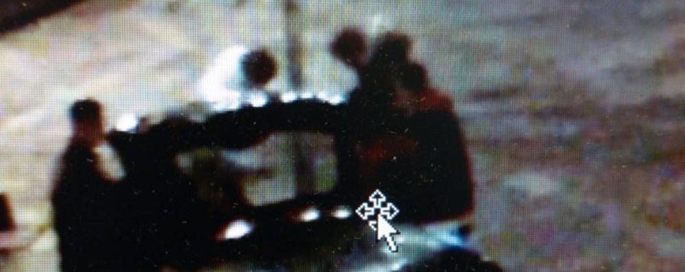 Rubano cellulari e minicross a coetanei Denunciati tre ragazzi di 18 e 19 anni