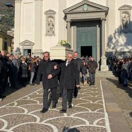 «Un esempio nella vita e nel lavoro» Folla commossa per l'addio a Marzia