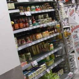 Inverte le etichette per pagare di meno Scoperto all'Iper di Seriate: arresto e multa