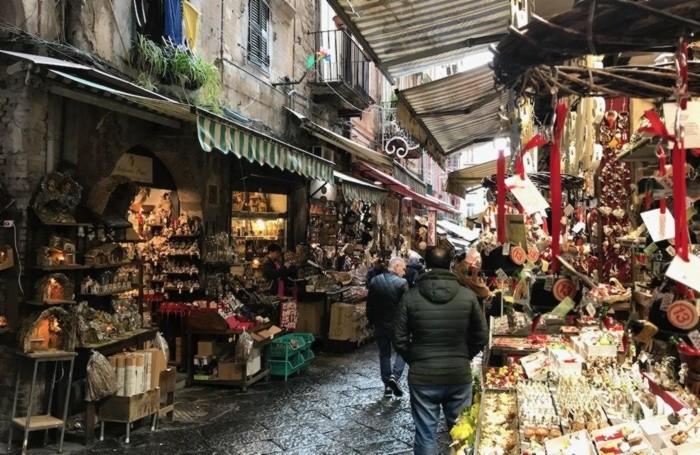 Napoli, via San Gregorio Armeno