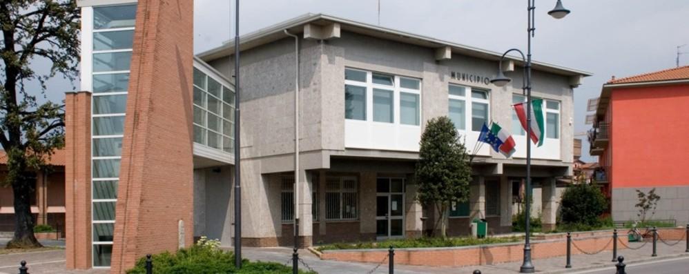 Nuove poltrone per l'ufficio del sindaco «Spesi 1.010 euro, è eccessivo»