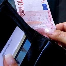 Trova e restituisce portafogli con 2.500 €  «Ho fatto ciò che ho insegnato ai miei figli»