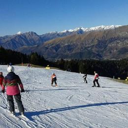 Ragazzi gratis sulle piste da sci Due fine settimana sulla neve