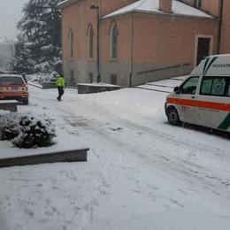 Brembilla, Agostino ha fretta di nascere Parto tra la neve vicino alla parrocchia